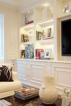 Living room Shelf Family room Wall unit Furniture Interior design Home Accent Lighting My Living Room, Home And Living, Simple Living, Coastal Living, Kitchen Living, Kitchen Small, Muebles Living, Modular Walls, Built In Bookcase