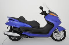 2007 Yamaha  Majesty 400 Condition: Pre-Owned Selling Price: $3,995.00 Stock Number: C05702 Year: 2007 Make: Yamaha Model: Majesty 400 Color: Blue Mileage: 4,263 Engine Size: 400cc  #MartinMoto #Boyertown #Scooter #forsale