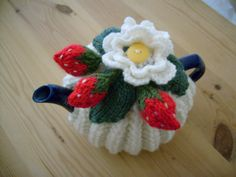 Summer Strawberries and cream Tea Cosy for a small 1-2 cup tea pot.