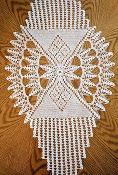 Study In Circles Crochet Motif Table Runner Pattern Crochet Table Runner Pattern, Crochet Tablecloth, Doily Patterns, Crochet Patterns, Square Patterns, Diy Crafts Crochet, Crochet Dollies, Crochet Fall, Crochet Motifs
