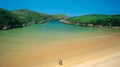 Otra de las espléndidas playas de Llanes, Poo.