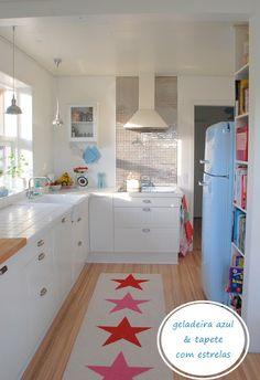 nice looking clean kitchen!