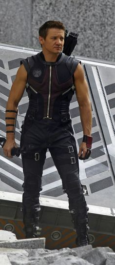 Such a delicious body. I would like to taste ;) Jeremy Renner as Hawkeye in The Avengers