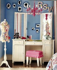 I like the Vanity but the room is way too busy. Dream Bedroom, Bedroom Wall, Tocador Vanity, Dressing Table Vanity, Dressing Tables, Dressing Room, Retro Dresser, Elegant Homes, House Styles