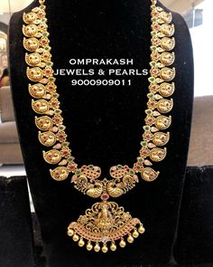 Check out some of the perfect bridal haram necklace for brides by the brand Om prakash jewels. Jewelry Design Earrings, Gold Earrings Designs, Gold Jewellery Design, Necklace Designs, Gold Designs, Designer Jewellery, Latest Jewellery, Jewelry Art, Gold Temple Jewellery