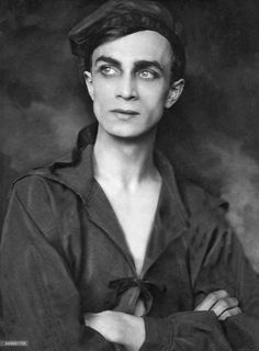 Conrad Veidt--what a yummy looking photo!❤️