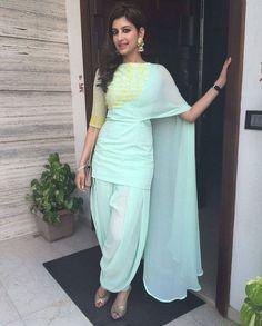Ideas dress hijab chiffon blue for 2019 Kurti Designs Party Wear, Kurta Designs, Blouse Designs, Pakistani Dresses, Indian Dresses, Indian Outfits, Indian Attire, Indian Ethnic Wear, India Fashion
