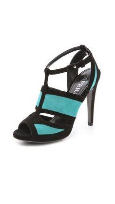 Двухцветные замшевые туфли на каблуке