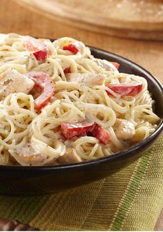 Chicken Alfredo Pesto Pasta — If they're fans of Alfredo sauce and pesto, too, treat them to this creamy chicken-pasta recipe. It can be on the dinner table in just 25 minutes.
