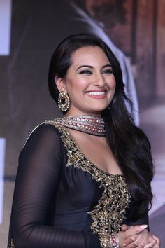 Bollywood actors Akshay Kumar, Sonakshi Sinha, Imran Khan and Jeetendra with celebs during the First Look Launch of Upcoming Film 'Once Upon A Time In Mumbaai Again' in Mumbai on May Most Beautiful Bollywood Actress, Indian Bollywood Actress, Bollywood Girls, Beautiful Actresses, Bollywood Saree, Bollywood Fashion, Angela Simmons, Imran Khan, Akshay Kumar