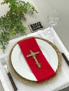 Bible For Kids, Ideas Para Fiestas, Centerpieces, Table Decorations, First Communion, Table Settings, Diy, Easter Table, Anniversary Ideas