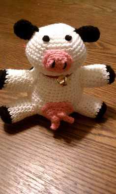 gratis free:Chibi Cow pattern by Marika Allely Hooray for cows! This cow is made in the classic amigurumi style perfect for any man woman or child! Gauge is unimportant so you really shouldnt have to make a swatch.  You can sell the end product if you like but not the pattern. Thats not cool.