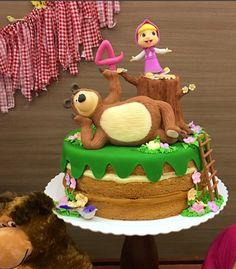 Créditos: @trigartgourmet Ideias para Festa Masha e o Urso 2 Year Old Birthday Party, 2 Birthday Cake, Fourth Birthday, Bear Birthday, Masha Cake, Bolo Laura, Marsha And The Bear, Bear Party, Little Cakes