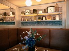 Focus on our VOLUTES wallpaper in black at the Mademoiselle restaurant in Paris. View on our wallpaper VOLUME in black at Mademoiselle restaurant in Paris. Paris Restaurants, Small Meals, Buffet, Mademoiselle, Cabinet, Wallpaper, Storage, Furniture, Design