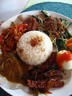 nasi campur by snorrrlax, via Flickr   #nasi #campur #indonesian #traditional #food #delicious #photo