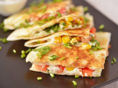 A Wholesome Vegetable Quesadilla Recipe for Calorie Counters Vegetarian Quesadilla, Easy Dinner Recipes, Easy Meals, My Favorite Food, Favorite Recipes, Cooking Recipes, Healthy Recipes, Lunches, Chicken