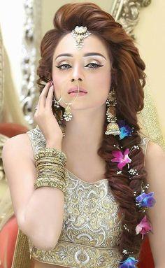Hairstyles for Indian Weddings Fresh Beautiful Girl Indian Bridal Makeup Pakistani Engagement Hairstyles, Mehndi Hairstyles, Indian Wedding Hairstyles, Bride Hairstyles, Trendy Hairstyles, Fish Tail Side Braid, Pakistani Bridal Makeup, Braut Make-up, Beautiful Girl Indian