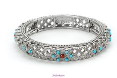 Just Jewelry's A-Mazed stretch bracelet combines the classic combination of silver and turquoise!