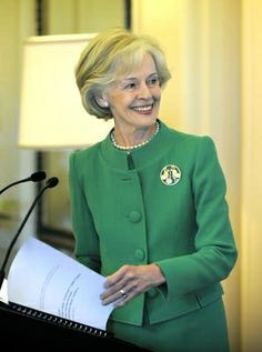 The superbly elegant Governor-General of Australia, Quentin Bryce, is in a class of her own with her immaculate grooming and innate fashion sense. She has the ability to dress perfectly to suit her shape and age, and has a love of bold colour. Great Women, Amazing Women, Ladylike Style, Professional Women, Aging Gracefully, Women In History, Fashion Books, Apparel Design, Looking For Women