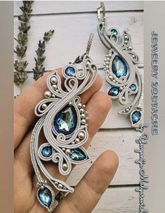Motif Soutache, Soutache Necklace, Beaded Earrings, Earrings Handmade, Handmade Jewelry, Shibori, Necklace Packaging, Motifs Perler, Cultured Pearl Necklace