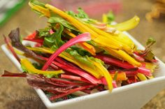 Uses for the whole of the chard. Both dishes great! How to Cook Swiss Chard via Jo-Lynne Shane's Musings of a Housewife Healthy Vegetable Recipes, Healthy Snacks, Vegetarian Recipes, Healthy Eating, Cooking Recipes, Thm Recipes, Healthy Vegetables, Dinner Recipes, Kitchens