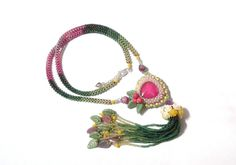 135 LEI | Coliere handmade | Cumpara online cu livrare nationala, din Bucuresti. Mai multe Bijuterii in magazinul Gabileria pe Breslo.