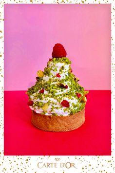 """Découvrez la recette de la tarte glacée surprise """"comme un sapin"""" de Carte d'Or® et du Chef Yannick Tranchant. Une idée de dessert pour changer de la traditionnelle bûche de Noël ! #Cartedor #recette #noel #cuisine #glace #buche #dessert #chef #tarte #buchedenoel #recettenoel #repasdenoël #idéerecette #bucheglacee Dessert Chef, Dessert Recipes, Christmas Time, Xmas, Desserts With Biscuits, Dessert Decoration, Cooking Chef, Food Humor, Food Art"""
