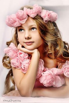 flowers in her hair, flowers everywhere. Beautiful Children, Beautiful Babies, Girl Photography, Children Photography, Poses, Child Models, Little Princess, Kids And Parenting, Cute Kids