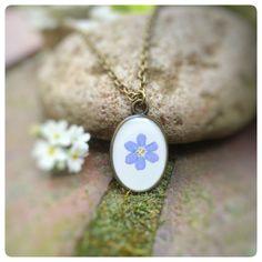 """Blütenschmuck - Kette """"Vergissmeinnicht"""" echte Blüte forgetmenot - ein Designerstück von Kiezelfen bei DaWanda"""