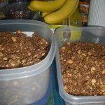 Easy Homemade Granola #recipe via mudpiesandtiaras.com