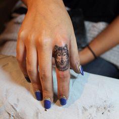 Tatouage Bague Tête de Loup Femme Pa5gy9n