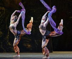Hayley Forskitt and Leanne Cope in La Bayadere Photo by Dave Morgan