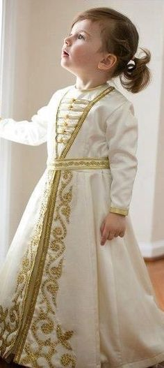 Love this girls caftan.very classy. Little Girl Outfits, Little Girl Fashion, Kids Outfits, Kids Fashion, Moda India, Caftan Gallery, Baby Dress, Dress Up, Gold Gown