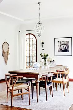 Anine Bing's Décor Style Is Quintessential L.A. Cool Girl—Get the Look Renaissance Espagnole, Domaine Home, All White Room, White Rooms, Sweet Home, Beautiful Dining Rooms, Boho Room, Dining Room Inspiration, Dining Room Lighting