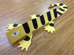 Easy to make lizard, you just need scissors, construction paper, markers, and glue.