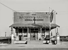 "January ""Hammond Ranch general store and gas. Drive In, Old General Stores, Old Country Stores, Colorized History, Colorized Photos, Shorpy Historical Photos, Vintage Gas Pumps, Gas Service, Old Gas Stations"