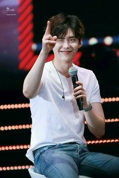 Lee jong suk is a charming boy with a charming look Lee Jong Suk Cute, Lee Jung Suk, Kang Chul, Hyun Suk, Song Joong, Song Hye Kyo, Asian Actors, Korean Actors, Lee Dong Wook