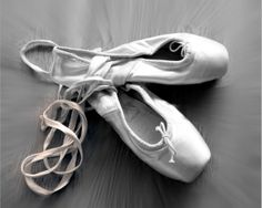 Not having the right ballet shoes that can hinder your performance. Discover the best ballet shoes available on the market today. Pointe Shoes, Toe Shoes, Ballet Shoes, Dance Shoes, Ballerina Slippers, Ballet Wallpaper, Shoes Wallpaper, Ballet Art, Ballet Dancers