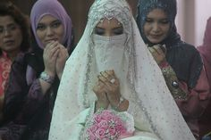 A Niqabi Bride, mashallah love this picture :)