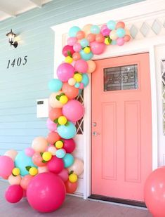 Learn how simple it is to make a balloon garland for your front door using this easy tutorial. Wow your guests at your next party with your own balloon garland. It's easier than you might think! kids party Make A Balloon Garland For Your Front Door Balloon Garland, Balloon Decorations, Baby Shower Decorations, Balloon Ideas, Balloon Columns, Balloon Door, Balloon Arch Diy, House Party Decorations, Party Garland