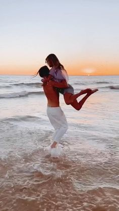Hugs And Kisses Couples, Cute Couples Kissing, Couples In Love, Romantic Couples, Creative Portrait Photography, Couple Photography Poses, Sunset Photography, Beautiful Nature Pictures, Beautiful Nature Scenes