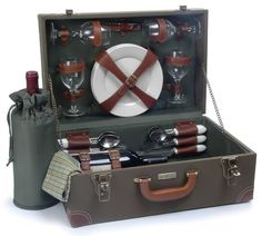 Pictures for picnic basket/luggage setup on TR? Description from britishcarforum.com. I searched for this on bing.com/images
