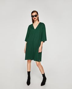 Imagen 1 de VESTIDO MANGA KIMONO de Zara Kimono, Midi Dress With Sleeves, Zara United States, Cold Shoulder Dress, Sweaters, How To Wear, Shopping, Collection, Midi Dresses