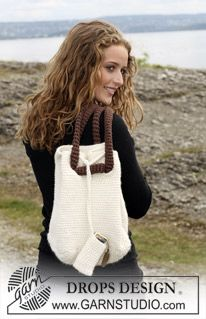 """Crochet DROPS bag with mobile phone pocket in """"Eskimo"""" and """"Paris"""". ~ DROPS Design"""