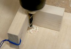 Drilling a straight hole is easy to accomplish with a drill press, but there are plenty of occasions when you need to use a hand drill/driver to complete the task. Router Drill, Drill Jig, Cordless Drill Reviews, Dremel Tool Projects, Drill Guide, Wood Shop Projects, Farm Tools, Woodworking Jigs, Woodworking Plans