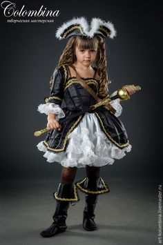pirate costume - Olga (art-colombina) - Fair Masters www. Diy Pirate Costume For Women, Diy Girls Costumes, Female Pirate Costume, Fancy Costumes, Toddler Costumes, Carnival Costumes, Halloween Costumes For Girls, Costumes For Women, Toddler Girl Pirate Costume