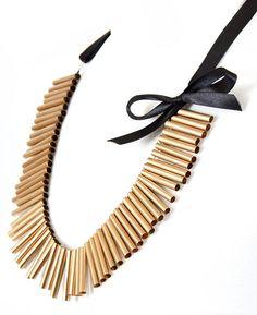 Esta idea sí que es eco-amigable. ¿Quién se atreve a intentar usar un collar hecho de petillos?