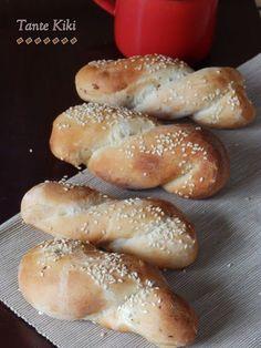 Ψωμάκια - πλεξούδες γεμιστά με κασέρι και ζαμπόν