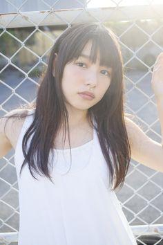 """(画像2/14) 桜井日奈子/ファースト写真集「桜井日奈子です。」(KADOKAWA)より(画像提供:所属事務所) - """"岡山の奇跡""""桜井日奈子、圧倒的透明感と成長の軌跡 初の試みを発表 Girl G, 3d Girl, Japanese Models, Asian Woman, Asian Beauty, Cute Girls, Beautiful Women, Hairstyle, Actresses"""