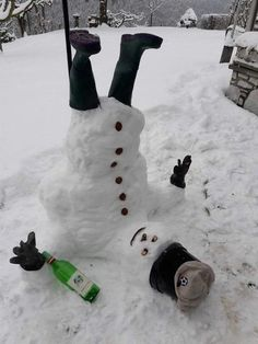 Here is today's 28 funny pictures for you. All of them so funny and will make you laugh out loud. Outdoor Christmas, Winter Christmas, Christmas Crafts, Funny Snowman, Snow Art, Snow Sculptures, Picture Fails, Memes Of The Day, Theme Noel